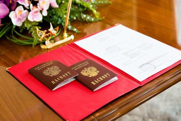 Со скольки лет можно жениться в России