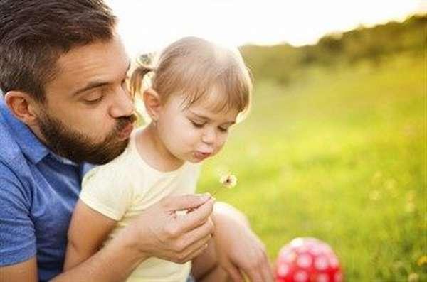 Можно ли усыновить ребенка одному родителю или лицам, не состоящим в браке и как происходит процедура усыновления одиноким человеком без супруга?