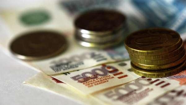российские железные деньги на бумажных купюрах