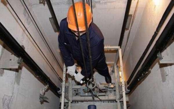Ремонт лифта в многоэтажке