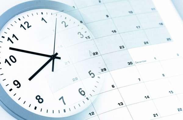нарисованные часы и календарь