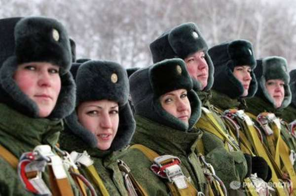 Военнослужащие женщины