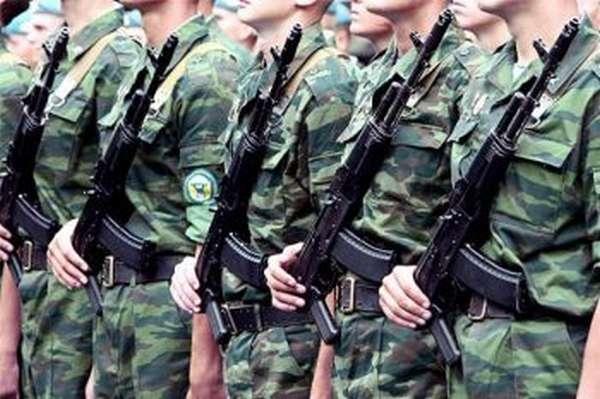 Военнослужащие в строю