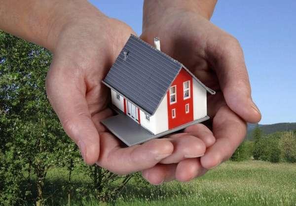 маленький домик в руках